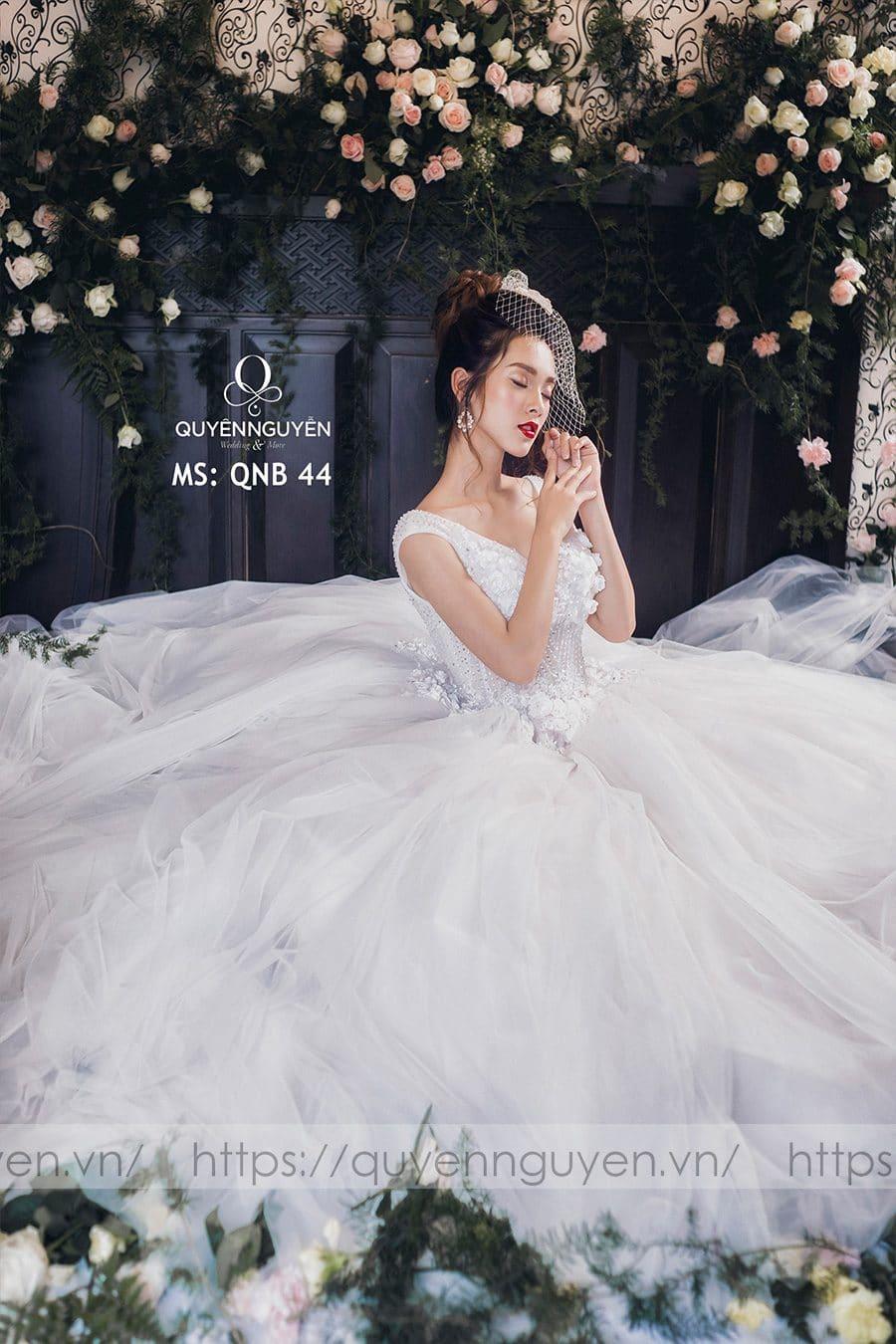 Váy cưới dáng bồng công chúa QNB 44