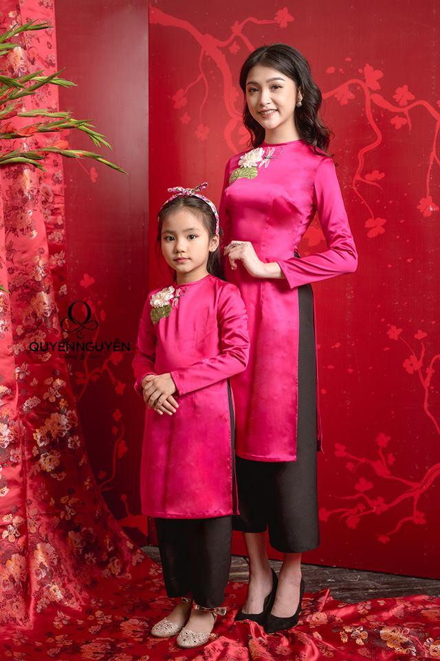 Áo dài cách tân cho mẹ và bé màu hồng cánh sen