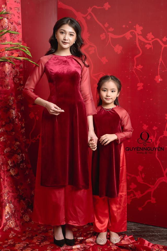 Áo dài cách tân cho mẹ và bé màu đỏ