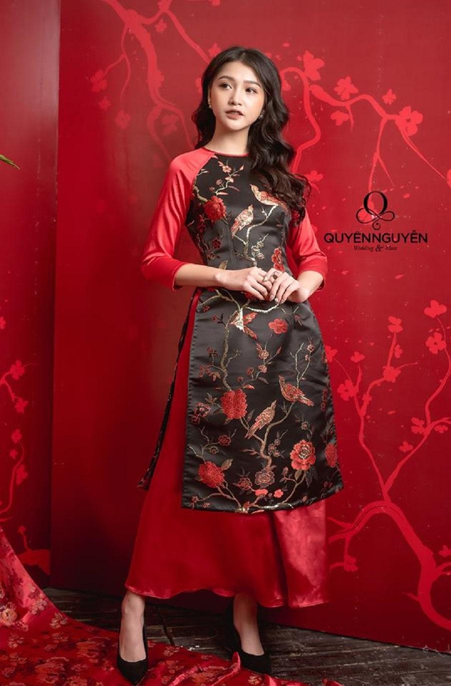 Áo dài cách tân đỏ đen thêu hoa hồng