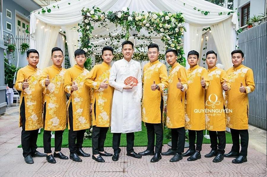 Áo dài cách tân đồng phục nam màu vàng