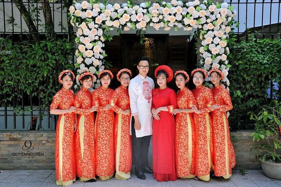 Áo dài cách tân đồng phục nữ màu đỏ