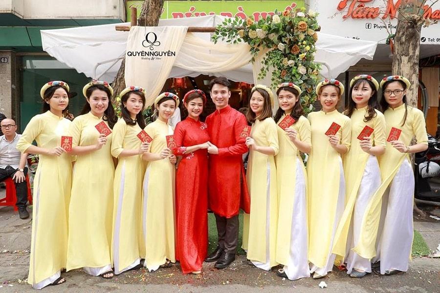 Áo dài cách tân đồng phục nữ màu vàng trơn