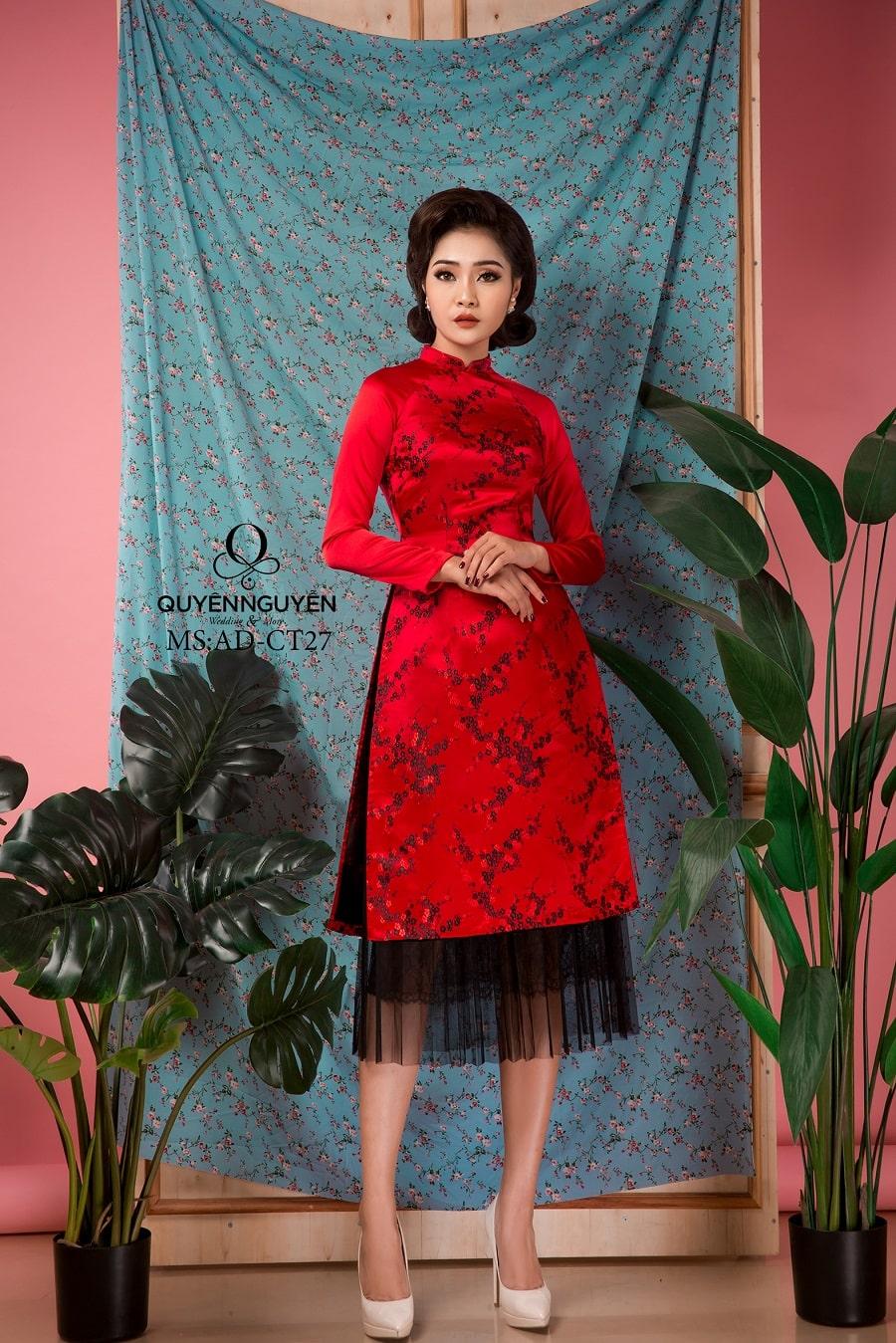 Áo dài cách tân gấm đỏ hoa đào đen