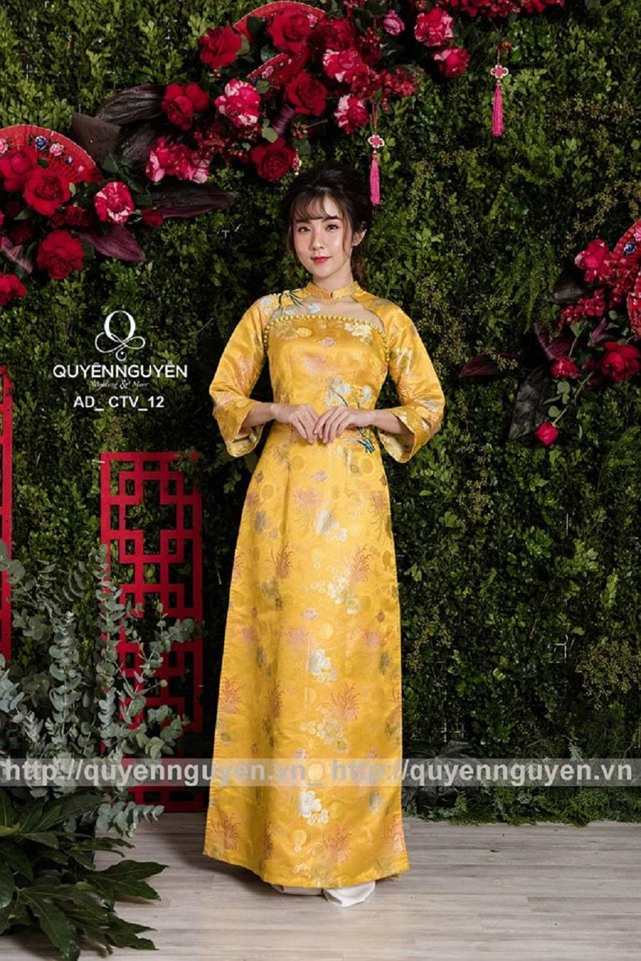 Áo dài cách tân gấm hoa vàng