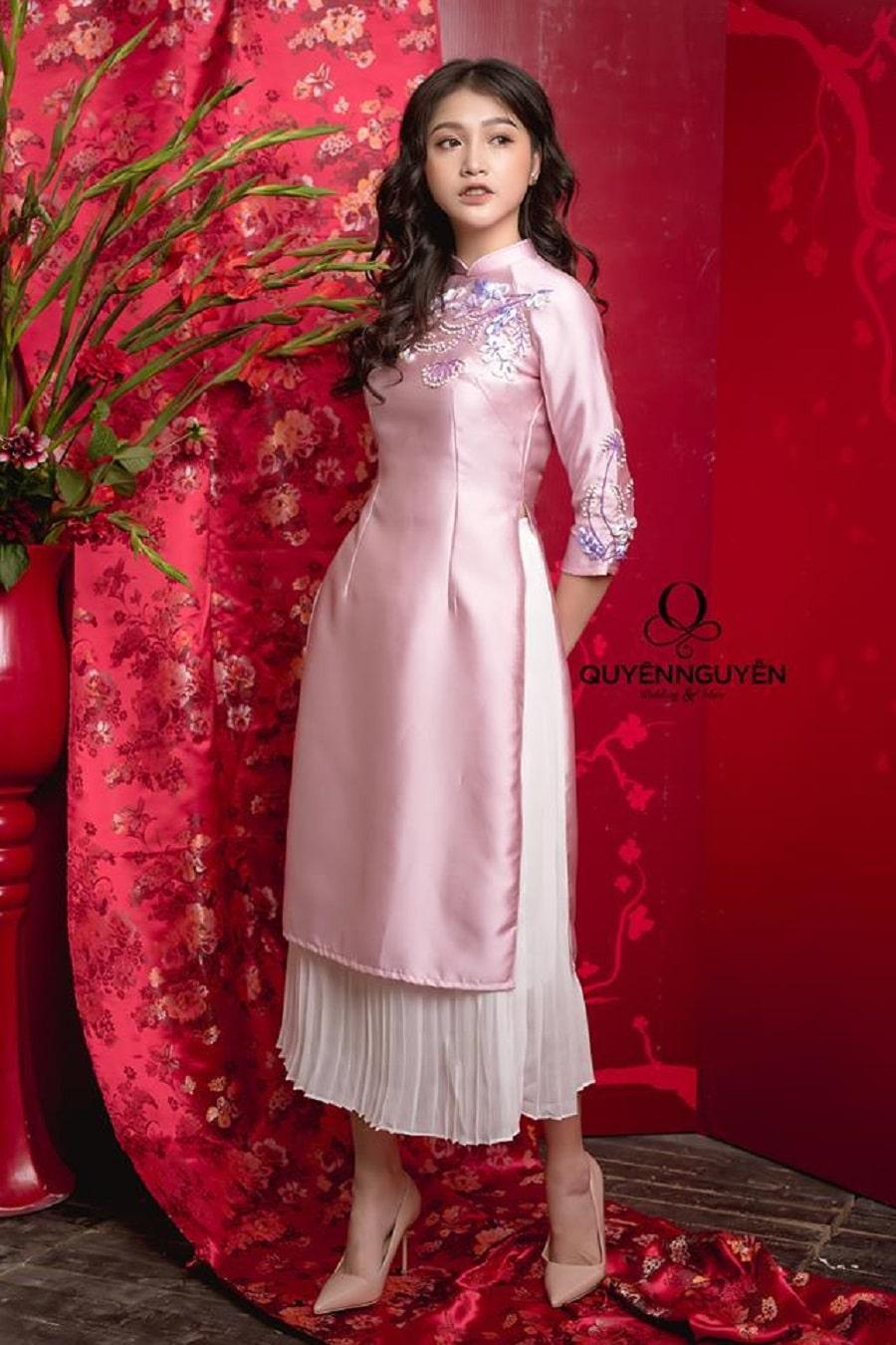 Áo dài cách tân màu hồng nhạt