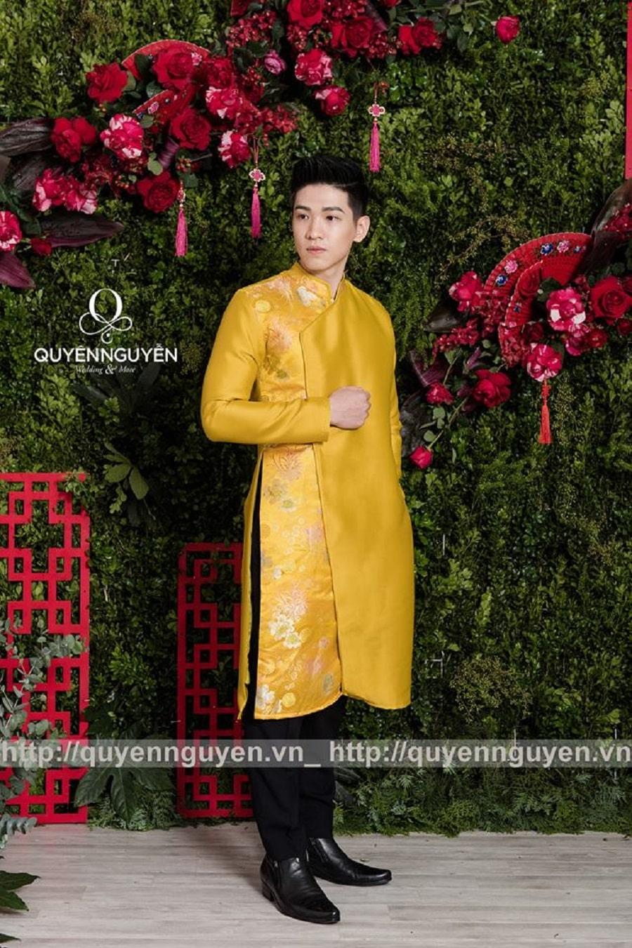 Áo dài cách tân nam màu vàng