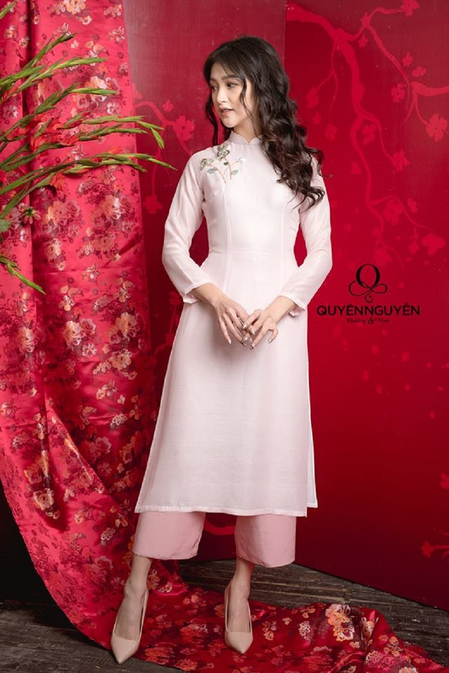 Áo dài cách tân tay lỡ hồng pastel