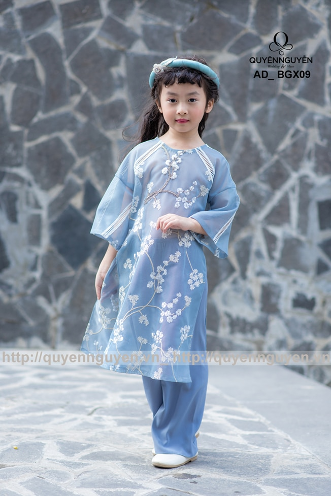 Áo dài bé gái màu xanh thêu hoa mai AD BGX09