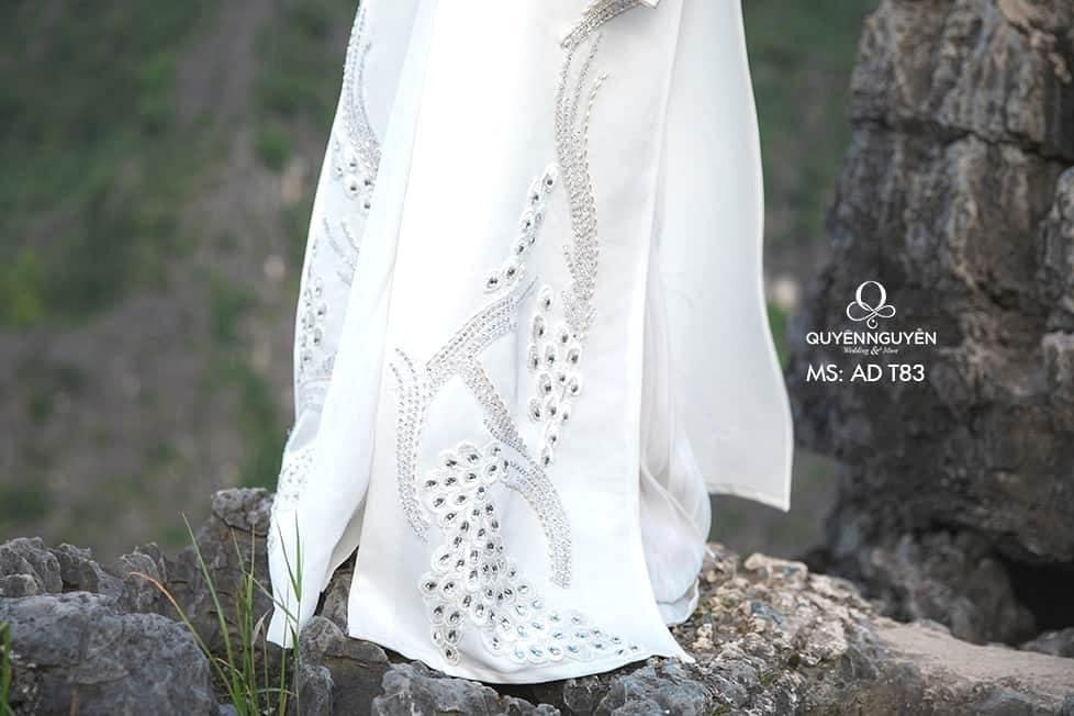 Áo dài màu trắng AD T83