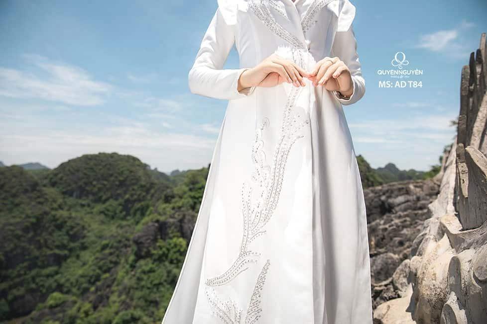 Áo dài màu trắng AD T84