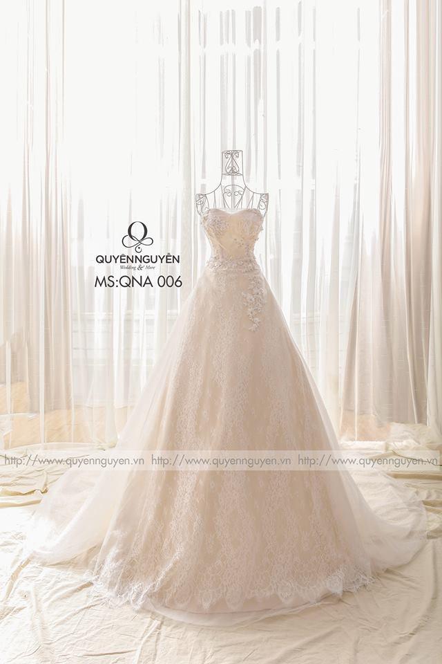 Váy cưới thêu dáng A màu hồng phấn nhẹ nhàng