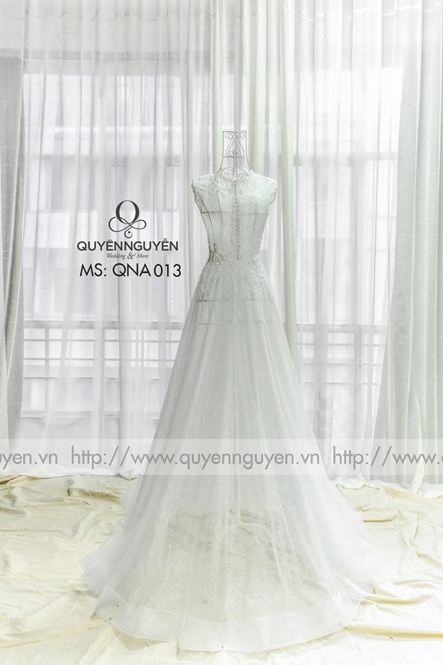 Váy cưới thêu dáng A đính hạt cườm