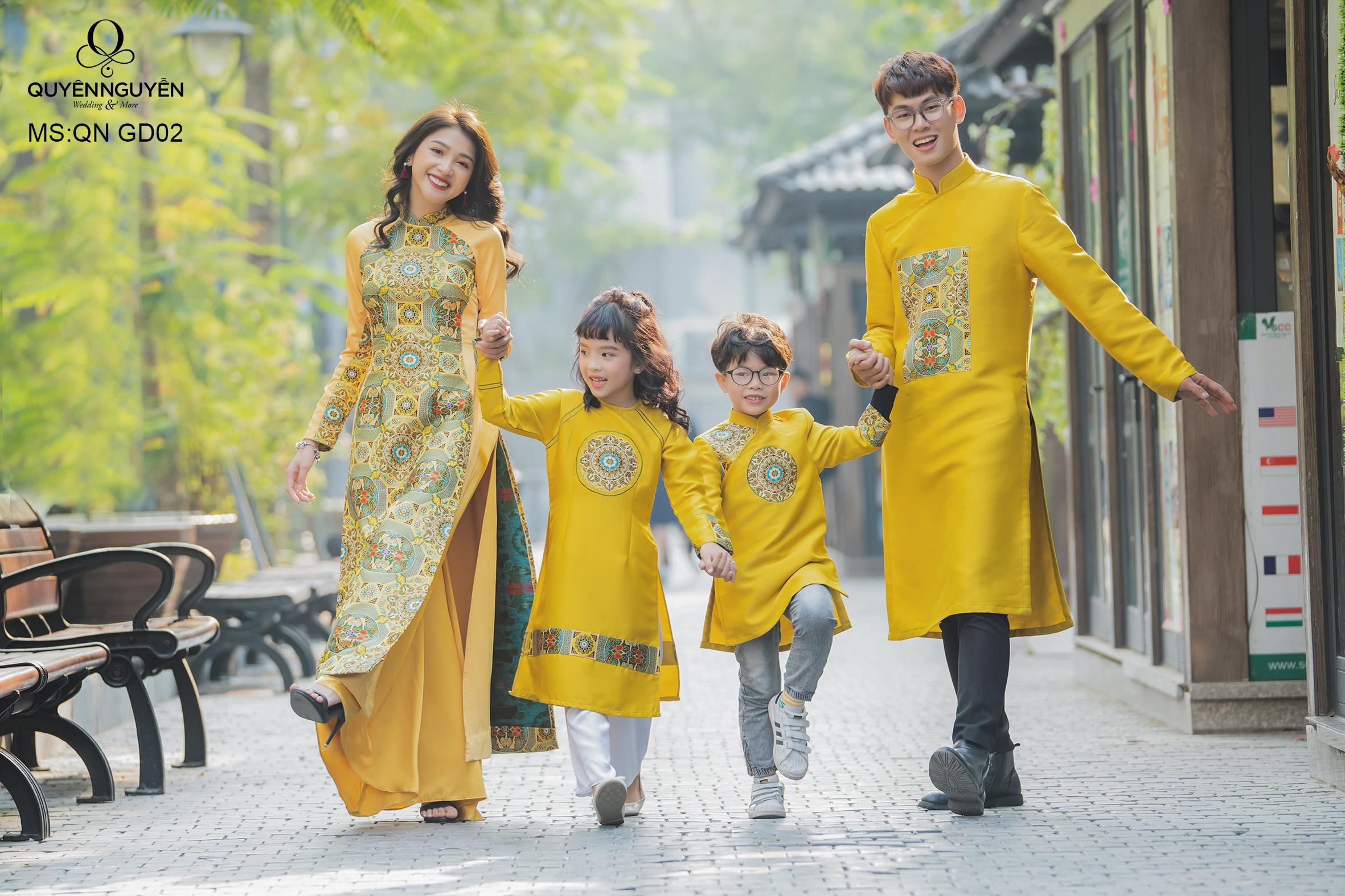 Áo dài gia đình màu vàng QN GD02