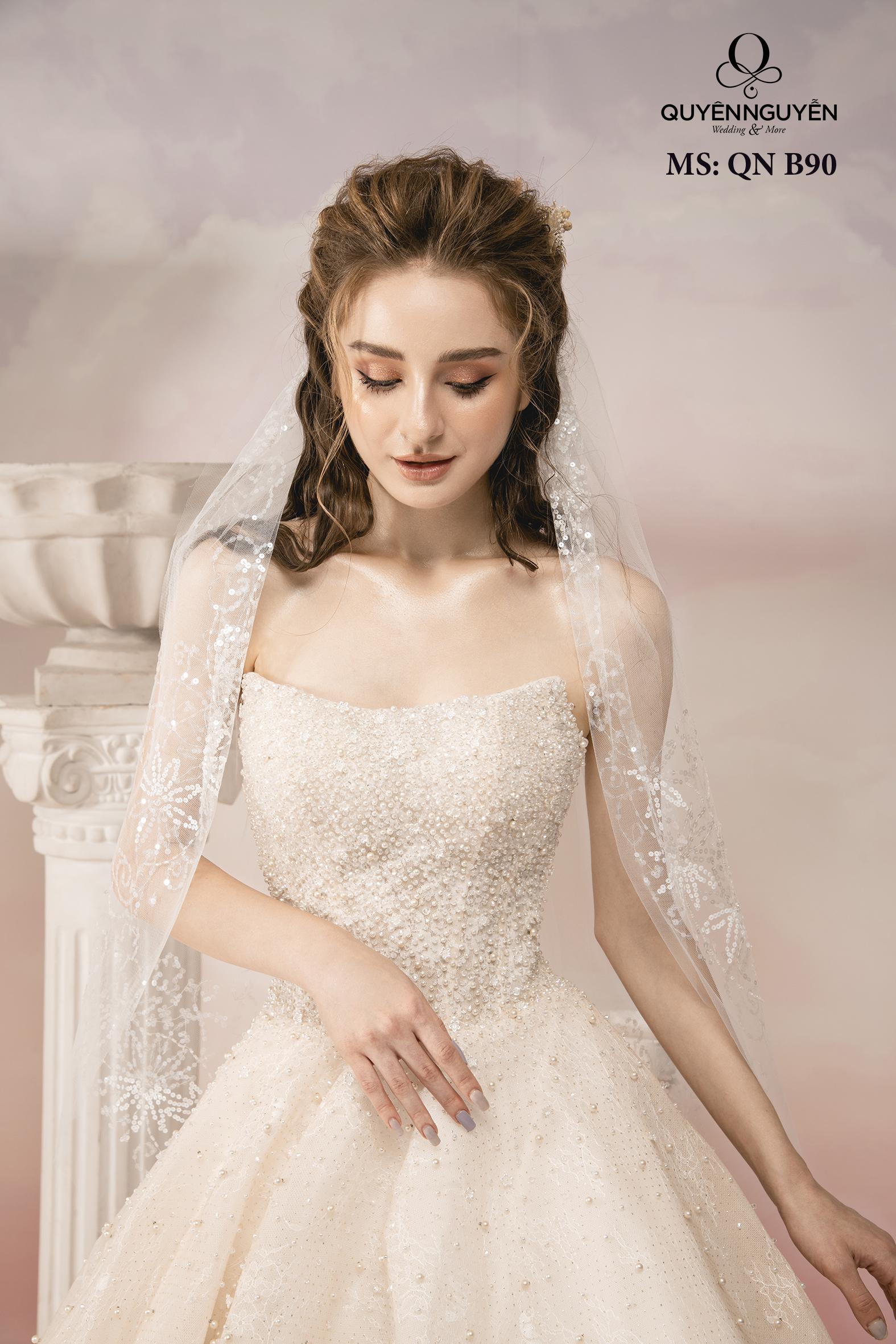 Váy cưới cúp ngực đính kết đá