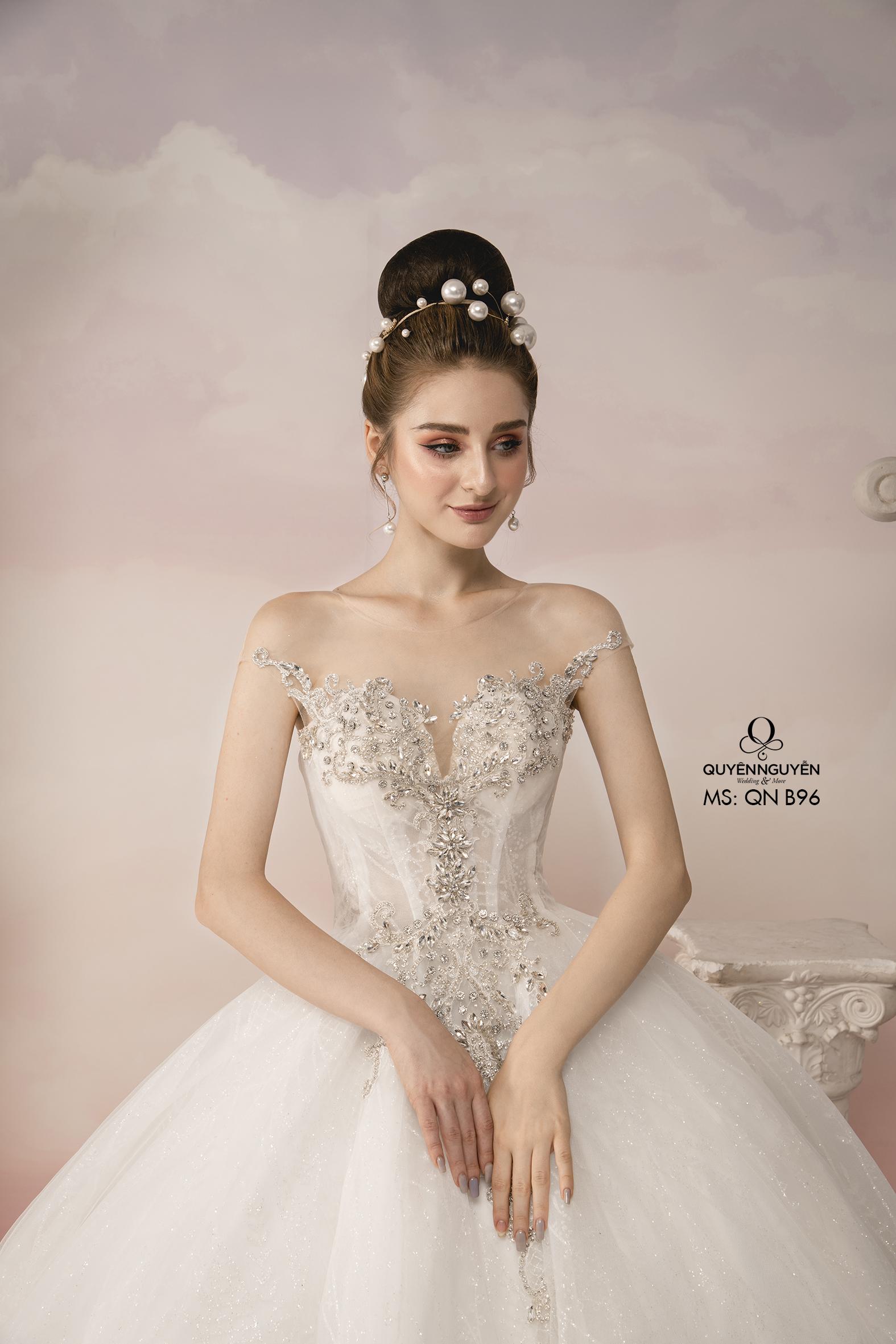 Váy cưới tay hến đính đá dáng bồng