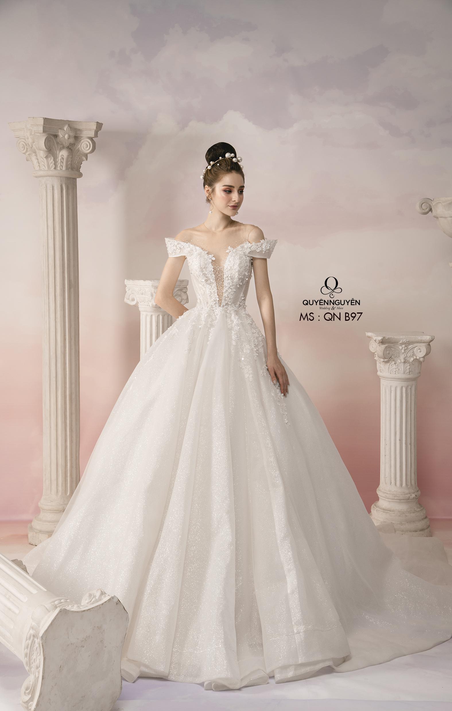 Váy cưới xuyên thấu đính đá