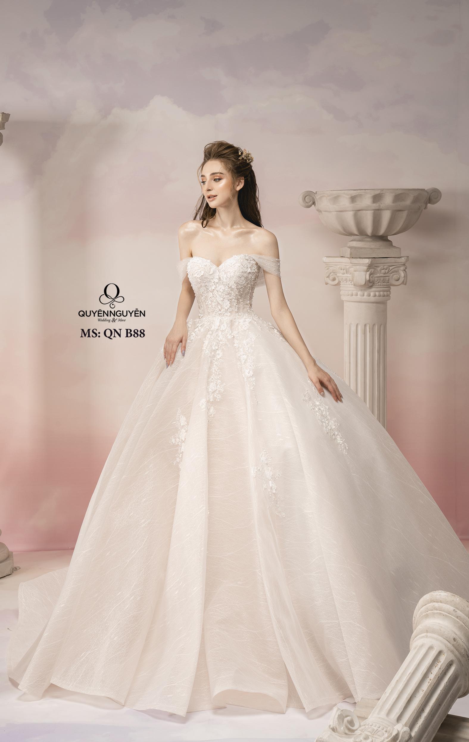 Váy cưới trễ vai thêu hoa ren 3D