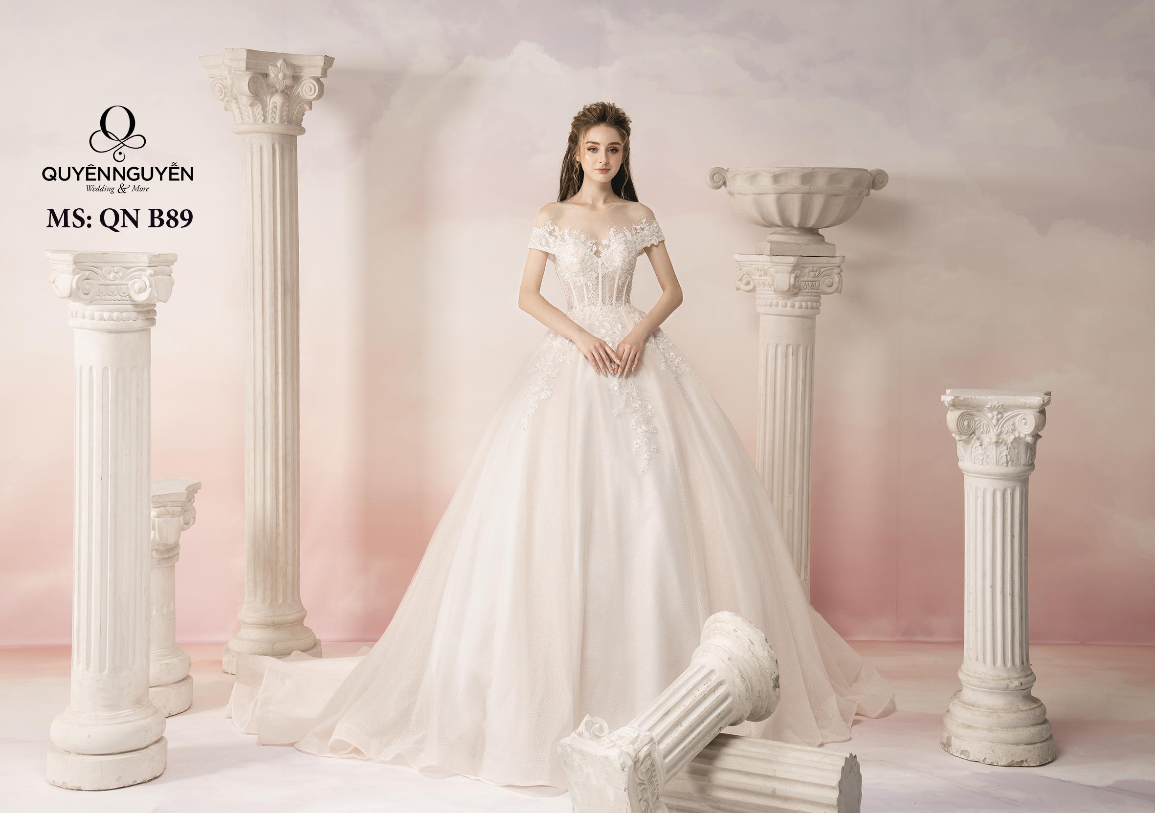 Váy cưới ren trễ vai dáng bồng