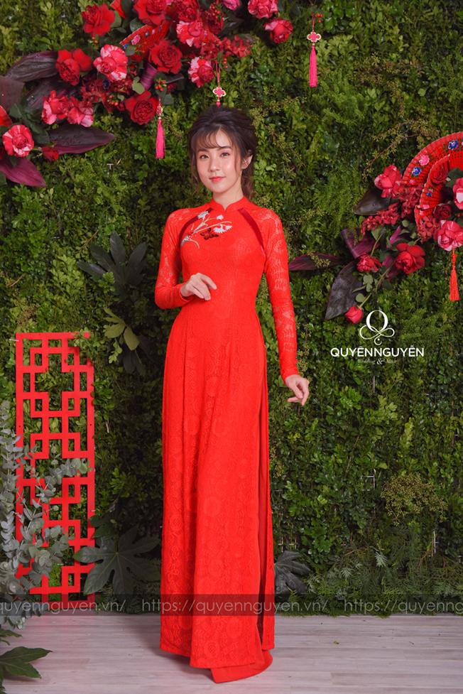 Áo dài cách tân ren đỏ hoa cúc thêu tay bông cỏ lau