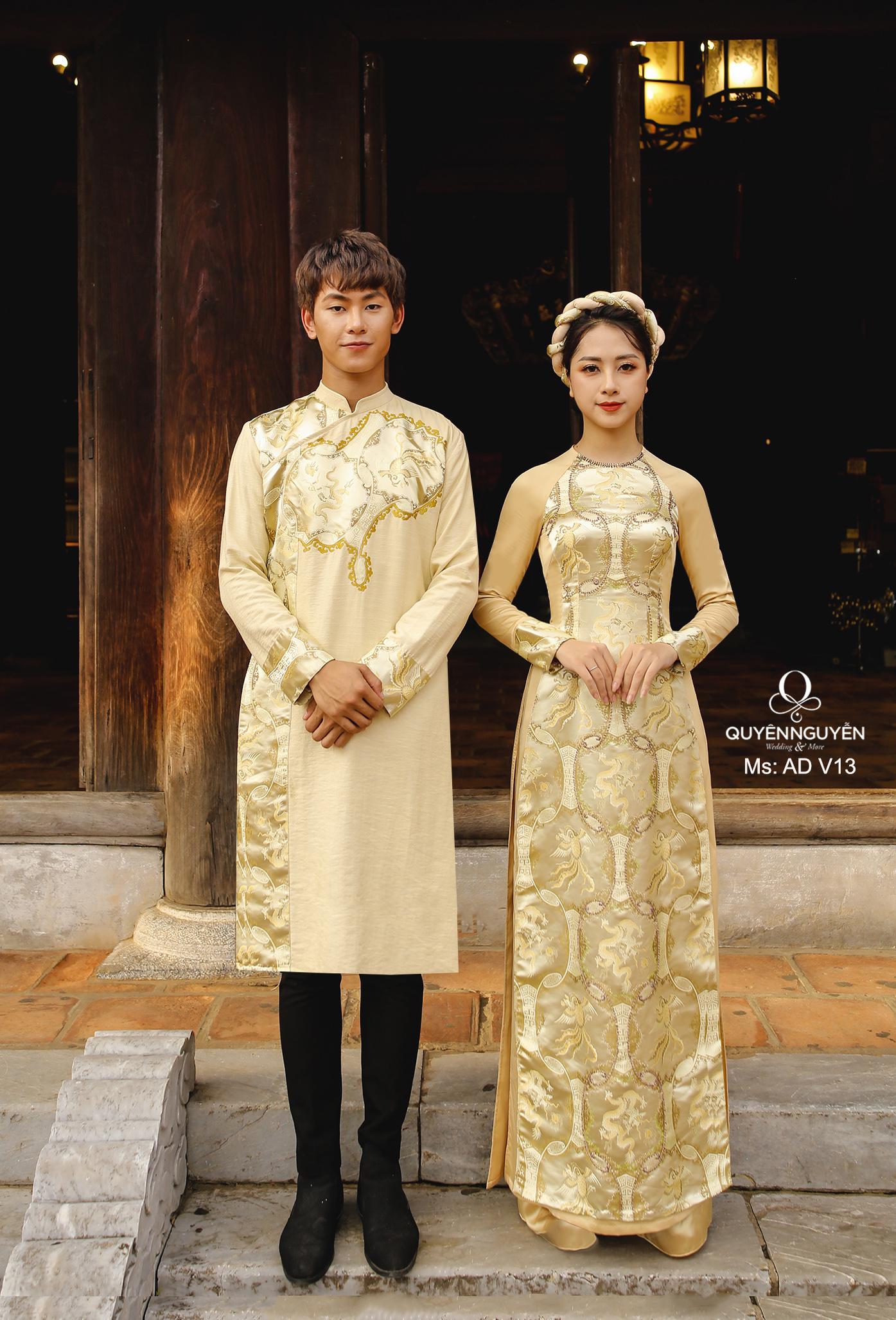 Áo dài cưới vàng đồng họa tiết đối xứng