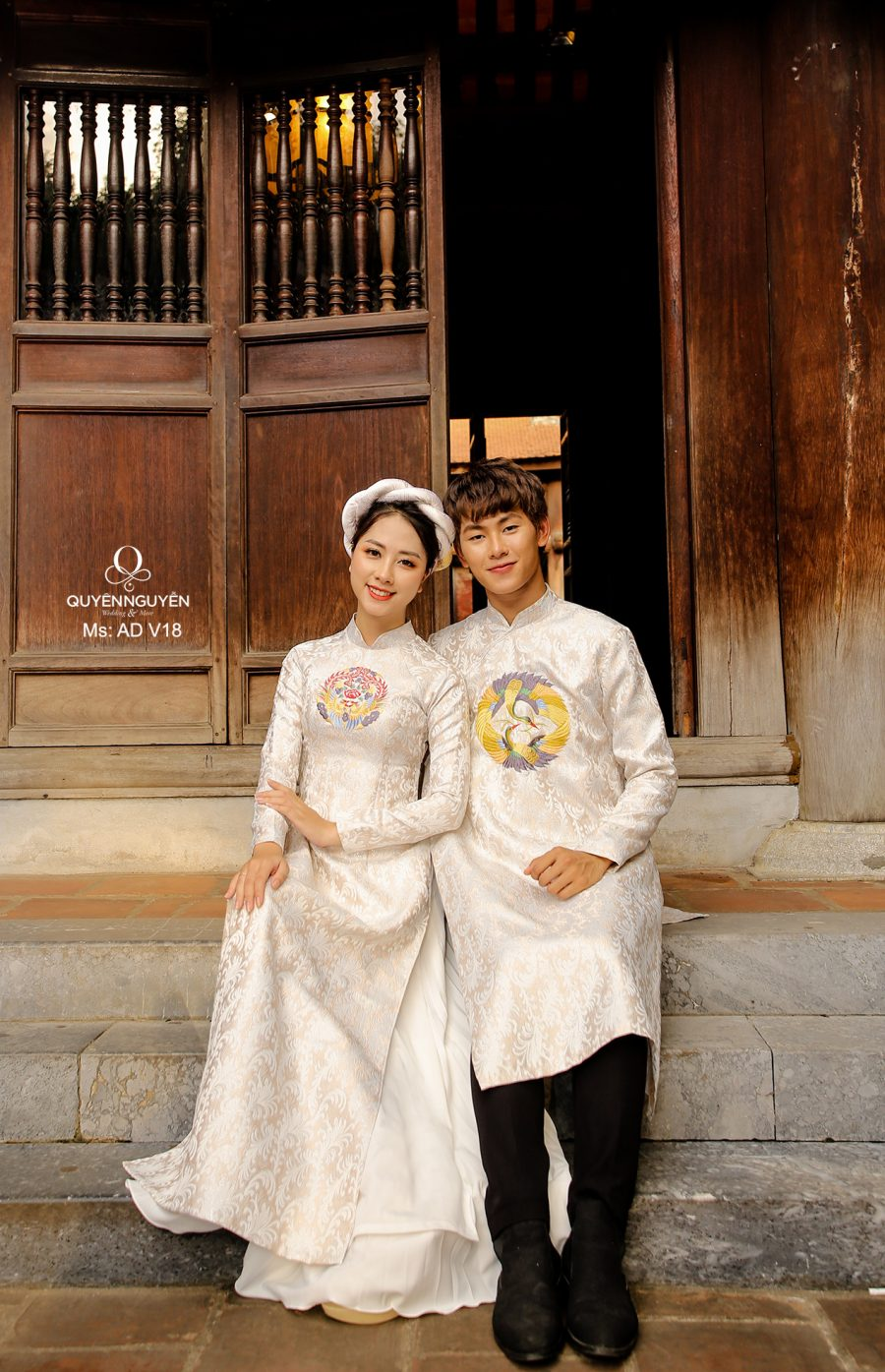 10 mẫu áo dài cặp đôi cô dâu chú rể 2020 đẹp nhất cho mùa cưới