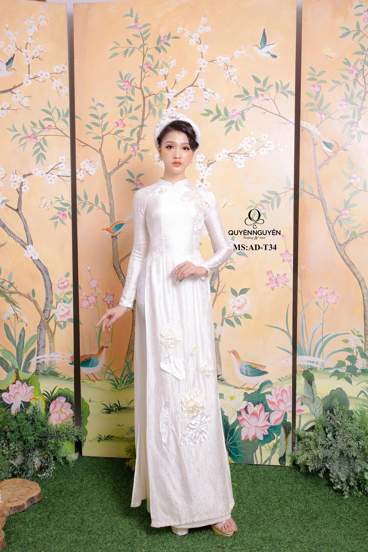 Áo dài trắng thêu sen trắng