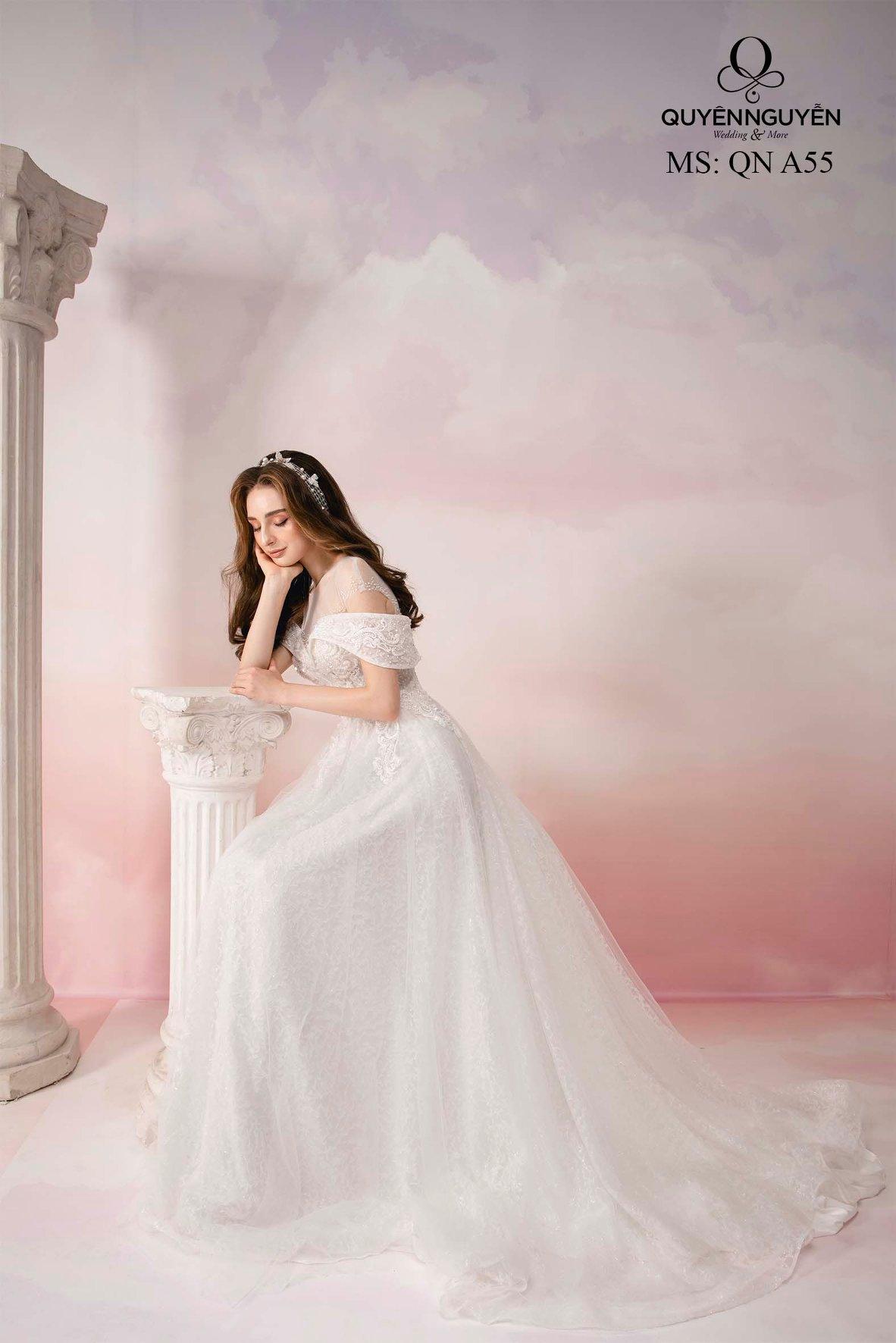 Váy cưới dáng chữ A ren trễ vai QNA55