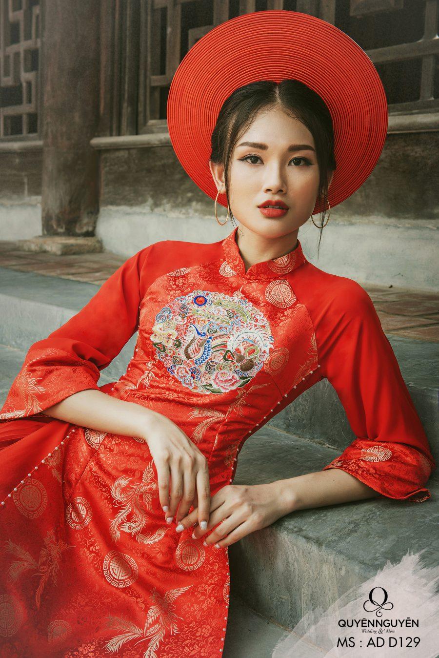 Áo dài gấm đỏ thêu hoạ tiết cung đình ADD129