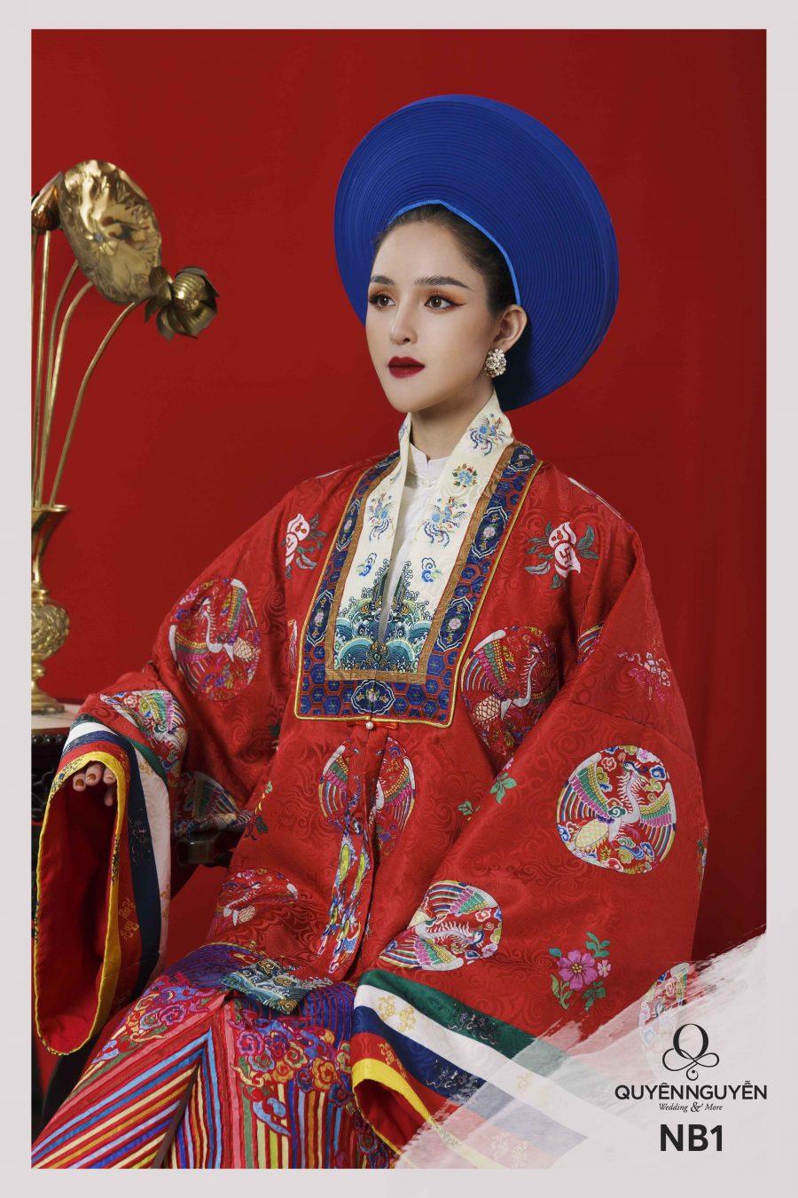 Áo dài màu đỏ họa tiết dạng tròn dải ngũ sắc NB1
