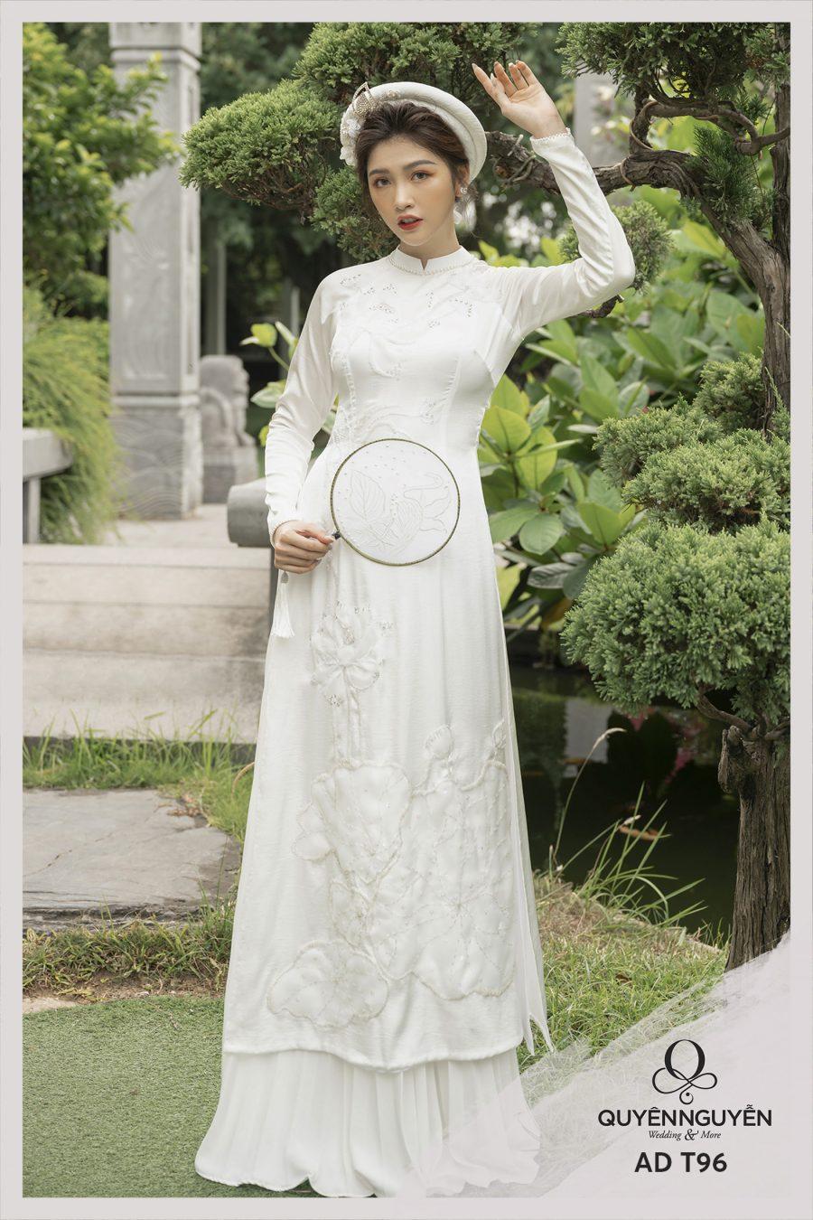 Những mẫu áo dài lụa thêu được yêu thích nhất tại Quyên Nguyễn Bridal