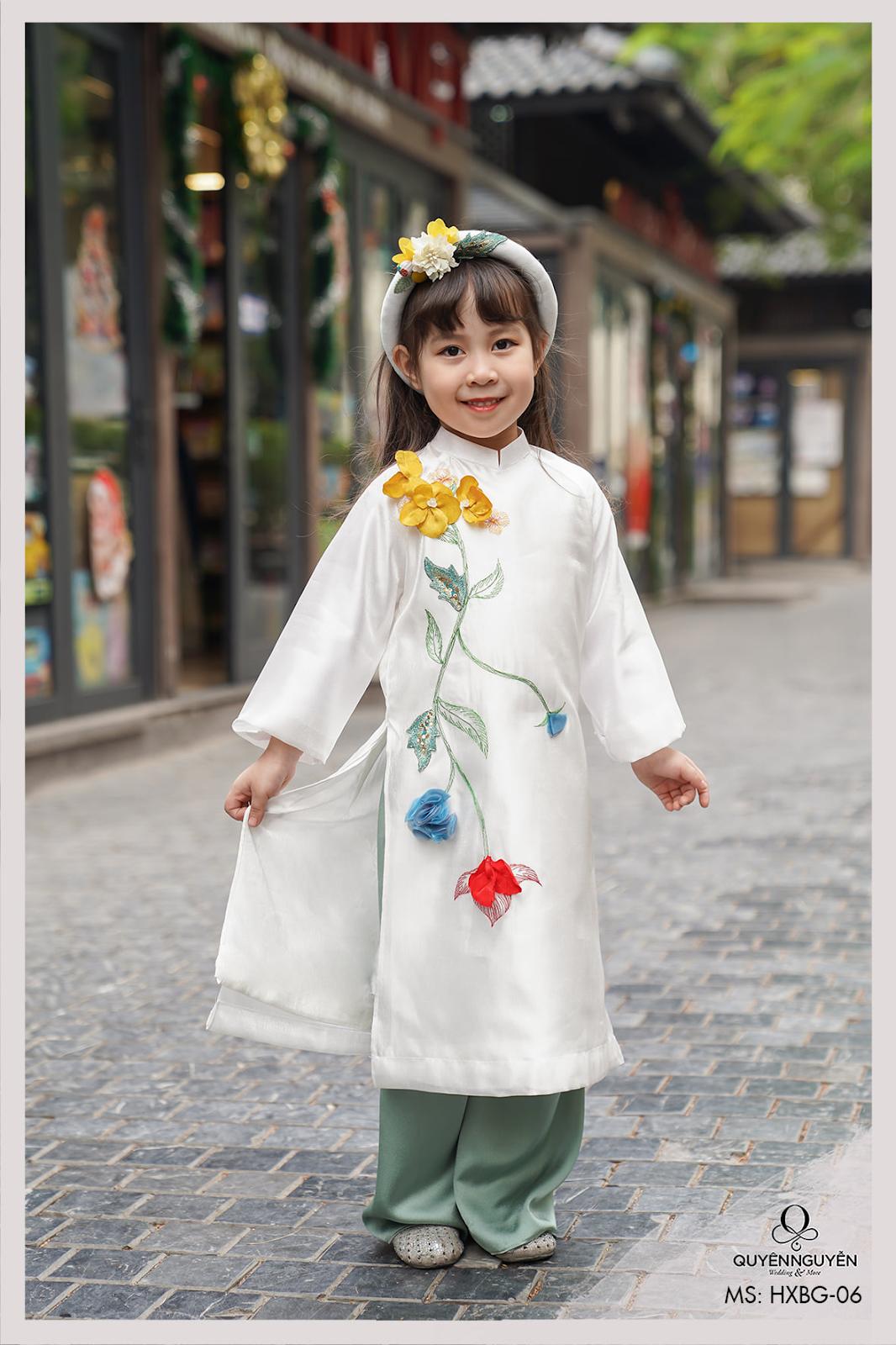 Áo dài trẻ em màu trắng thêu hoa nổi 3D