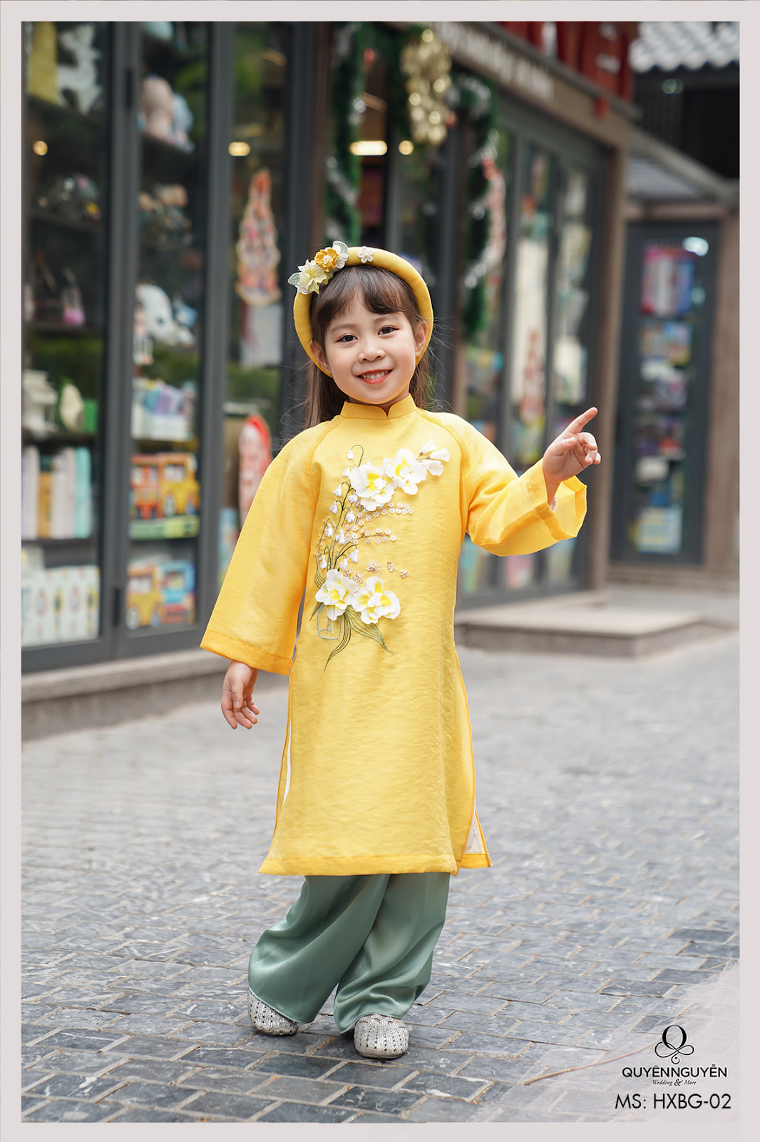 Áo dài trẻ em màu vàng thêu hoa lan hồ điệp 3D