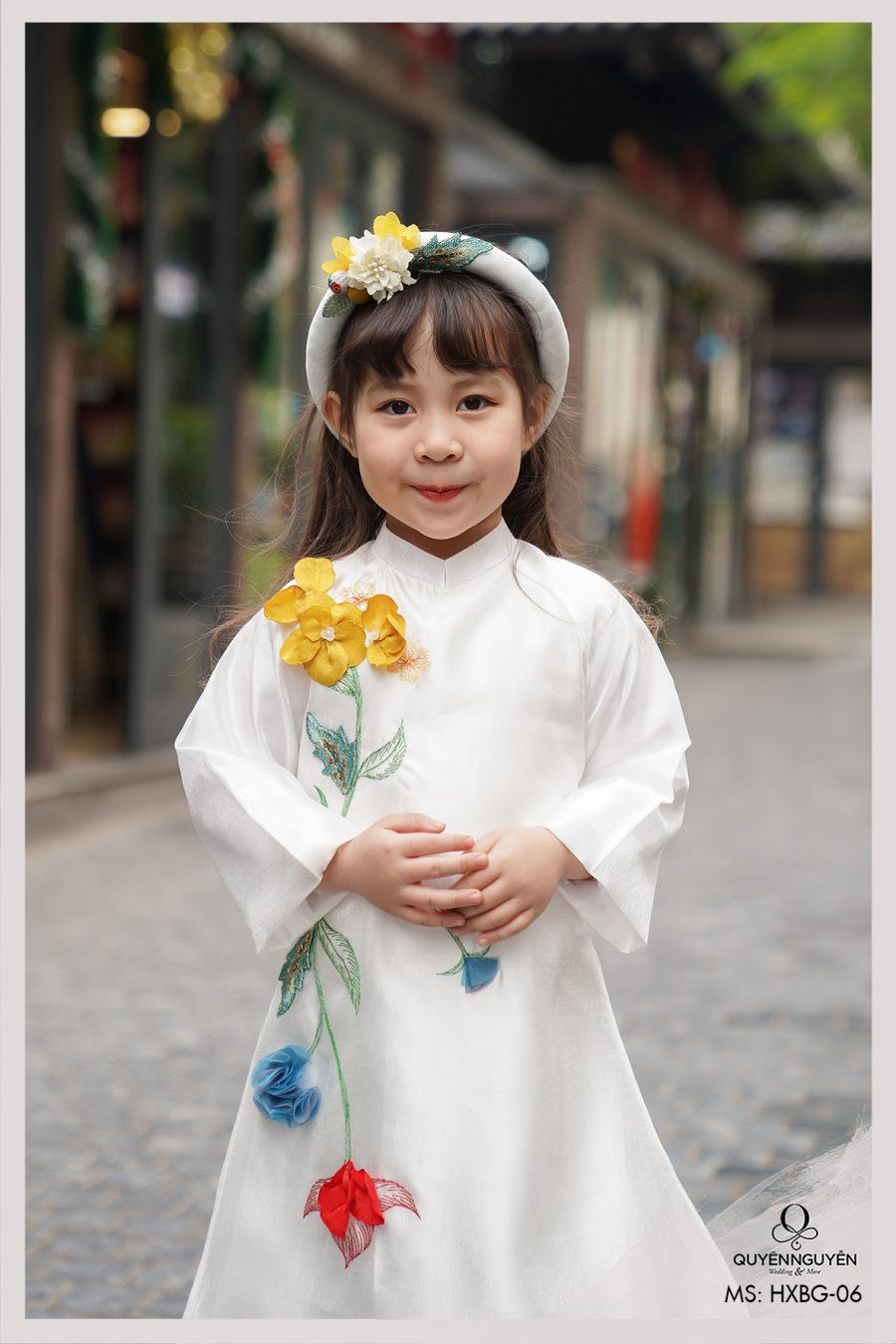Áo dài bé gái trắng theu hoa 3D màu HXBG06