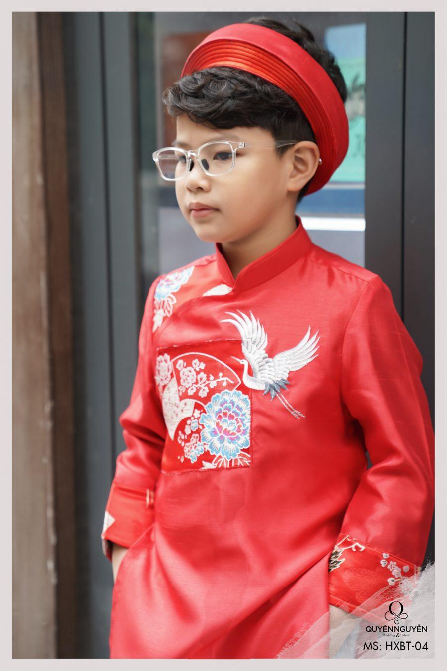 Áo dài bé trai màu đỏ thêu hạc đón xuân HXBT04