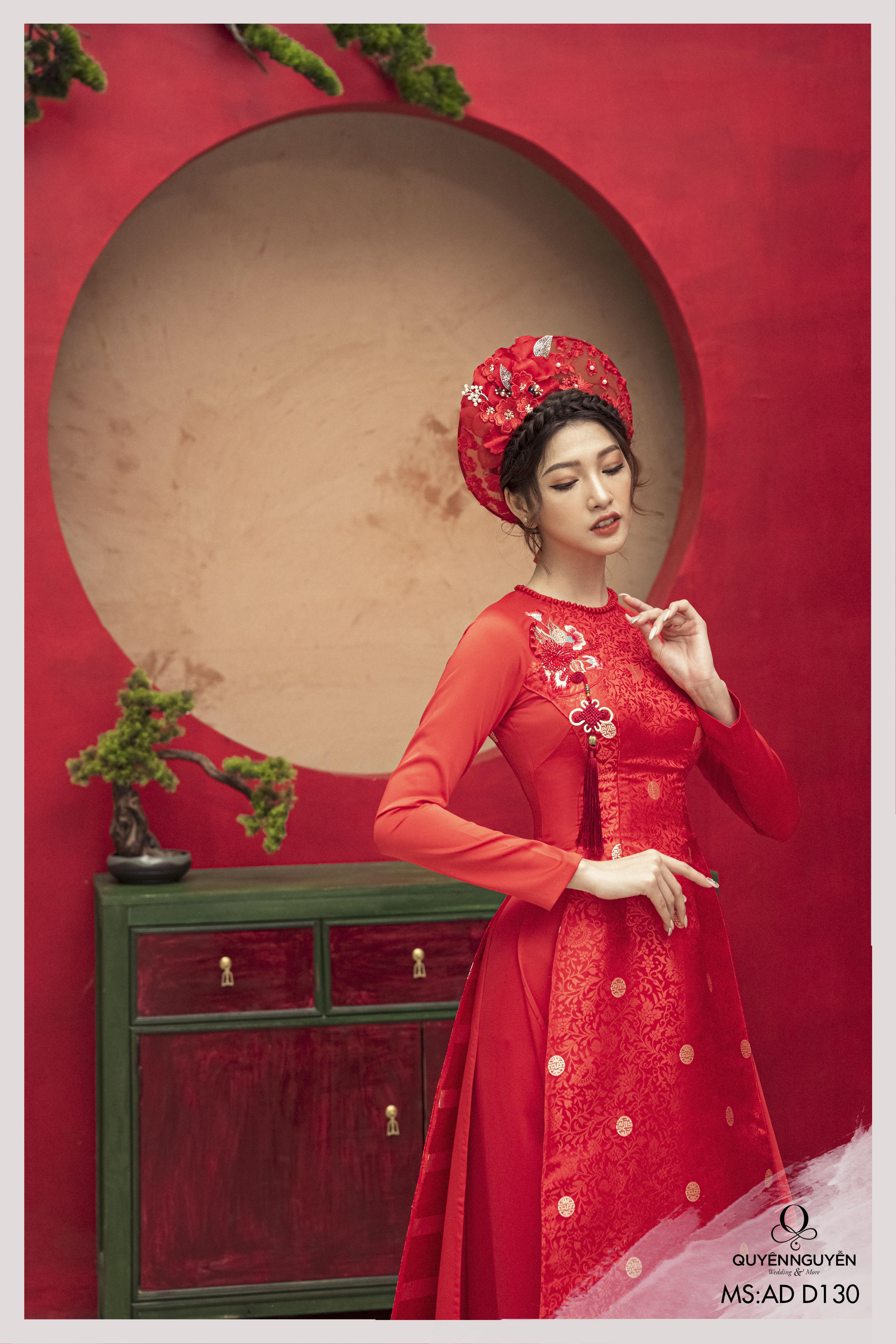 Áo dài ăn hỏi màu đỏ in hoạ tiết chìm thêu hoa ADD130