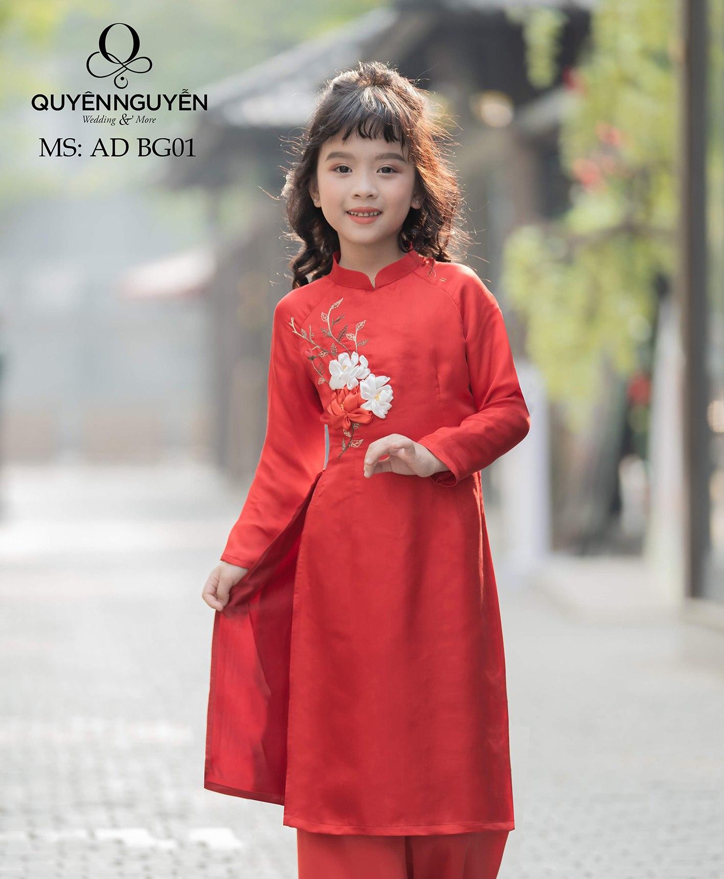 Áo dài trẻ em màu đỏ được thêu hoa nổi bật ADBG01